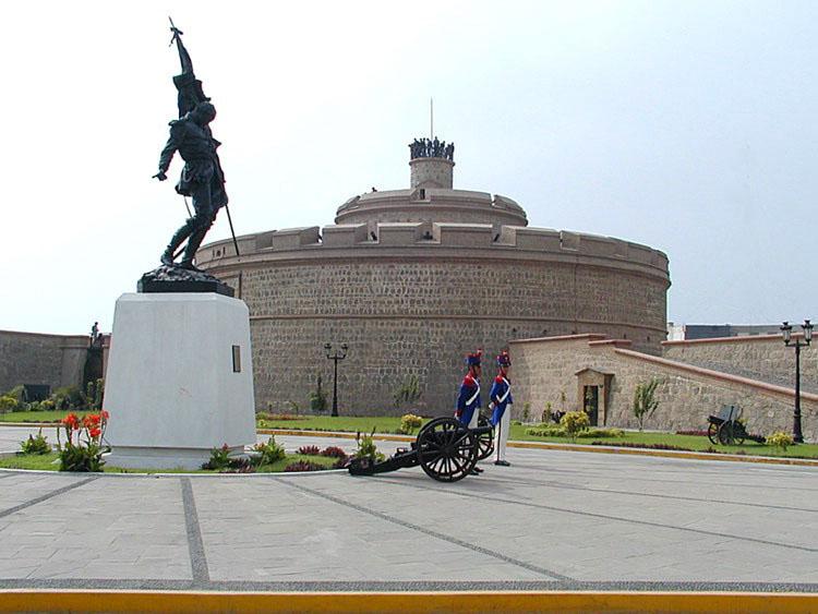 MUSEOS MILITARES, PARQUES TEMATICOS , MONUMENTOS Y LUGARES HISTÓRICOS DEL PERU  Fortaleza_del_real_felipe