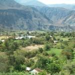 Bolognesi, coronada por la Cordillera Huayhuash