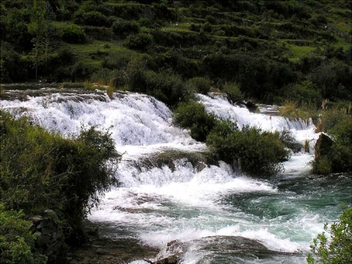Caidas de agua cerca de Huancaya