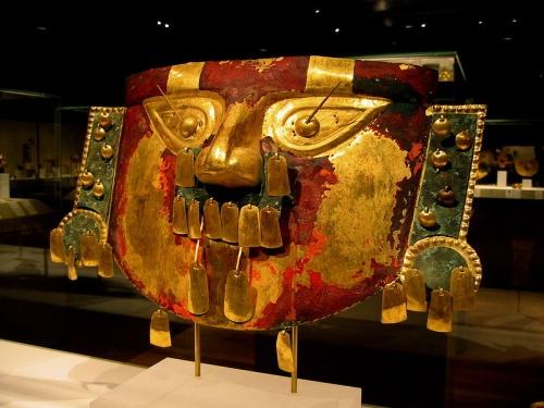 Mascara excavada de Batan Grande