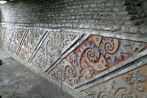 Muros en la Huaca El Brujo