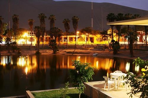 Noche en el Oasis de Huacachina