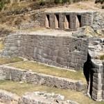 Qenqo y Tambomachay, dos lugares de culto