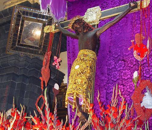 Procesion del Señor de los Temblores, en Cuzco